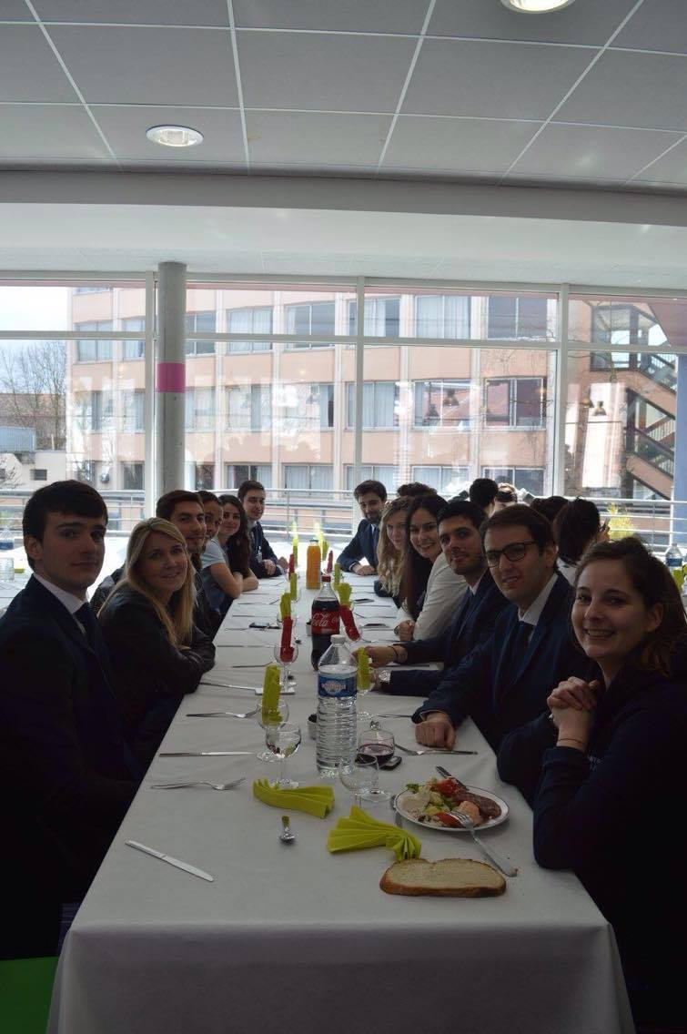 Déjeuner au restaurant universitaire de l'Université Lille 2